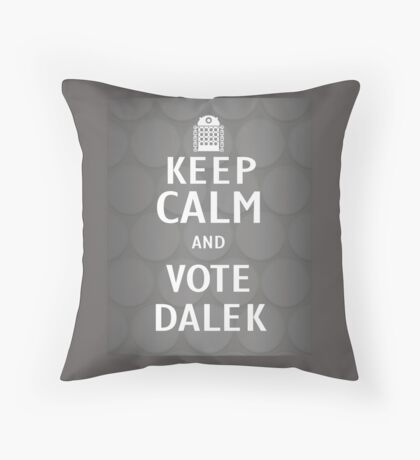 Keep calm and vote Dalek Throw Pillow