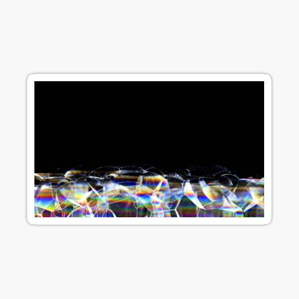 Farbenfrohe Seifenblasenstruktur vor schwarzem Hintergrund Sticker
