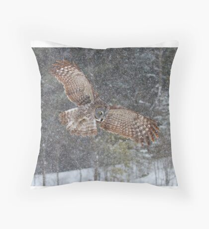 Through the Snow - Great Grey Owl Throw Pillow