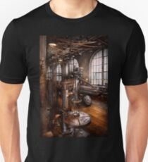 Machinist - Industrial Drill Press  Unisex T-Shirt