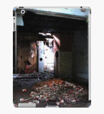 Crumbling down iPad Case/Skin