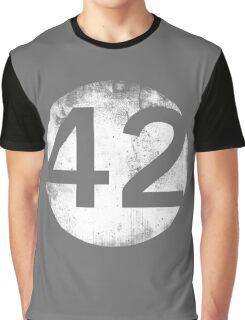 42 - Circle Hollow Graphic T-Shirt