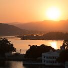 Sunset over the Lake Pichola. Udaipur by Clara Go (missatgerebut)