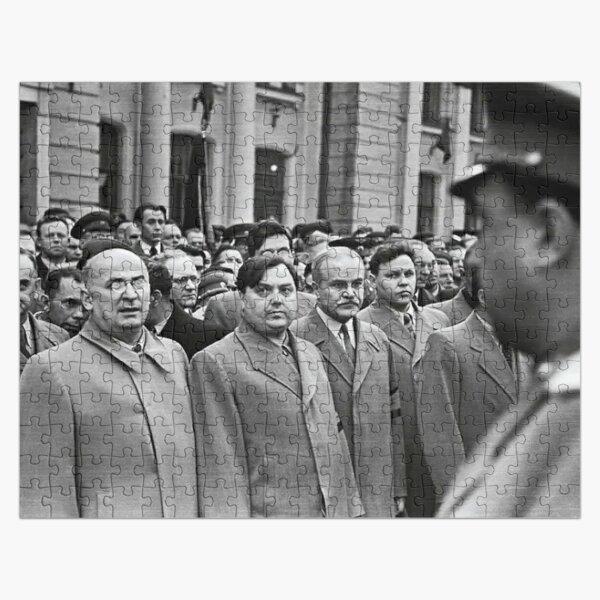 Л. П. Берия смотрит на стоящего напротив В. С. Абакумова. Москва, Белорусский вокзал, 1 сентября 1948 года Фото: Андрей Новиков / Фотоархив журнала «Огонёк» Jigsaw Puzzle