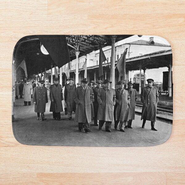 В. М. Молотов, Л. П. Берия, Г. М. Маленков, А. И. Микоян, В. С. Абакумов. Москва, 1 сентября 1948 года Bath Mat