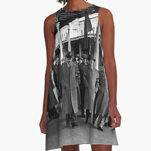 В. М. Молотов, Л. П. Берия, Г. М. Маленков, А. И. Микоян, В. С. Абакумов. Москва, 1 сентября 1948 года A-Line Dress