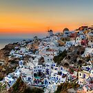 Sunset moment in Santorini by george papapostolou