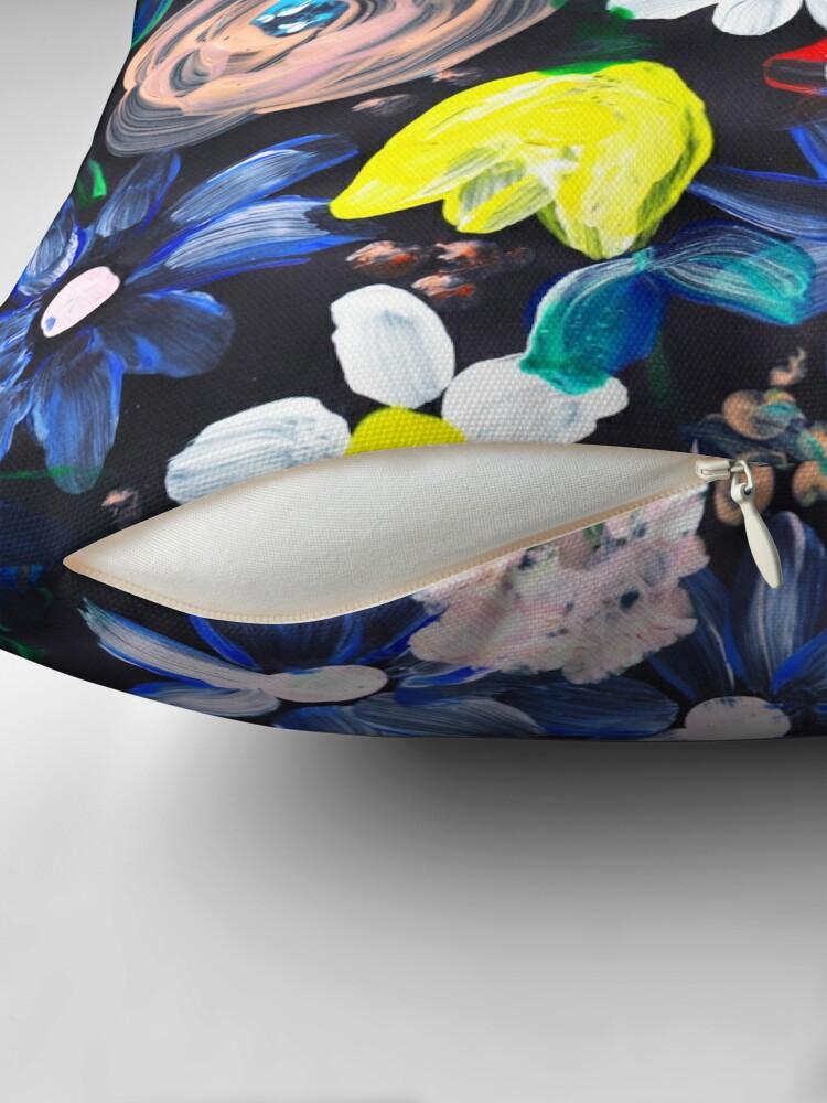 Alternative Ansicht von Florales design in Acryl mit schwarzen hintergrund Bodenkissen