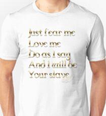 Just Fear Me (weiß bg) Slim Fit T-Shirt