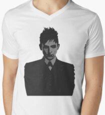 Penguin portait - Gotham Men's V-Neck T-Shirt