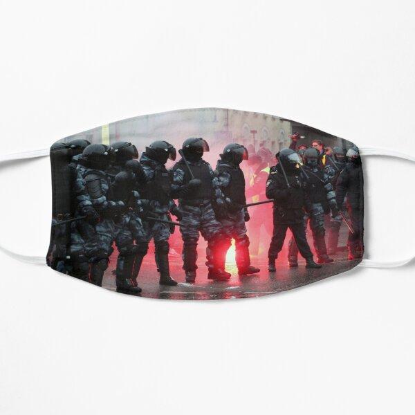 Riot: В Москве, Санкт-Петербурге, Красноярске, Владивостоке и других городах полиция и Росгвардия применили силу. Flat Mask