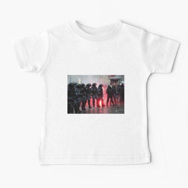 Riot: В Москве, Санкт-Петербурге, Красноярске, Владивостоке и других городах полиция и Росгвардия применили силу. Baby T-Shirt
