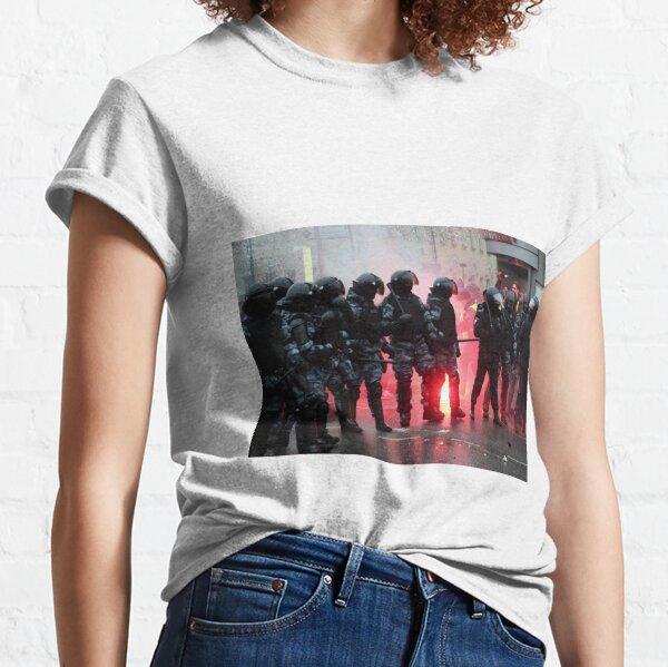 Riot: В Москве, Санкт-Петербурге, Красноярске, Владивостоке и других городах полиция и Росгвардия применили силу. Classic T-Shirt