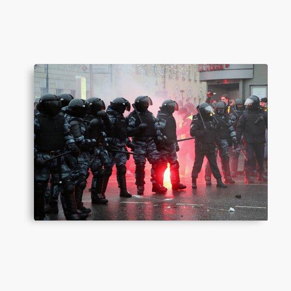 Riot: В Москве, Санкт-Петербурге, Красноярске, Владивостоке и других городах полиция и Росгвардия применили силу. Metal Print