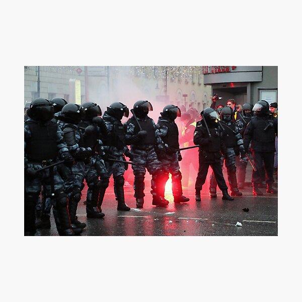 Riot: В Москве, Санкт-Петербурге, Красноярске, Владивостоке и других городах полиция и Росгвардия применили силу. Photographic Print