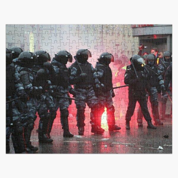 Riot: В Москве, Санкт-Петербурге, Красноярске, Владивостоке и других городах полиция и Росгвардия применили силу. Jigsaw Puzzle