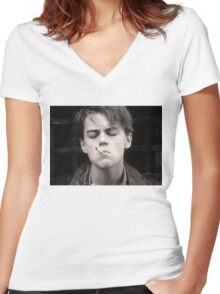 Leonardo Dicaprio // The Basketball Diaries Women's Fitted V-Neck T-Shirt