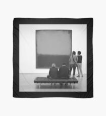 PEOPLE AT AN EXHIBITION (MONOTONE) Scarf