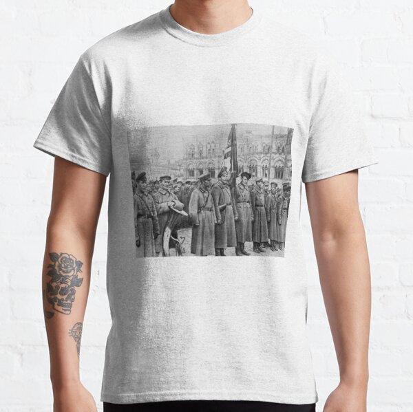Political Poster, Military parade: Москва. Красная площадь. 1918 год. Рогожско-Смоленский пехотный полк. Classic T-Shirt