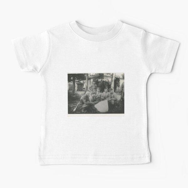 Штаб Морозовско-Донецкой дивизии Дата съемки: 1918–1922 Дивизия сформирована в 1918 году. Baby T-Shirt