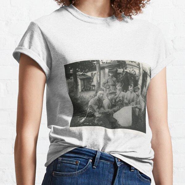 Political Poster, Штаб Морозовско-Донецкой дивизии Дата съемки: 1918–1922 Дивизия сформирована в 1918 году. Classic T-Shirt