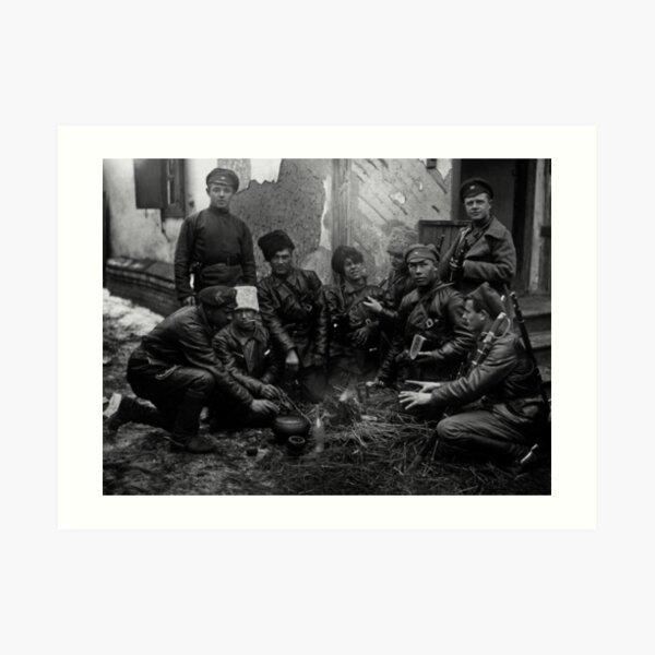 Russian Civil War: Обед красноармейцев у костра Южный фронт Дата съемки: 1919 год Art Print