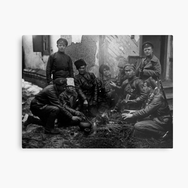 Russian Civil War: Обед красноармейцев у костра Южный фронт Дата съемки: 1919 год Metal Print