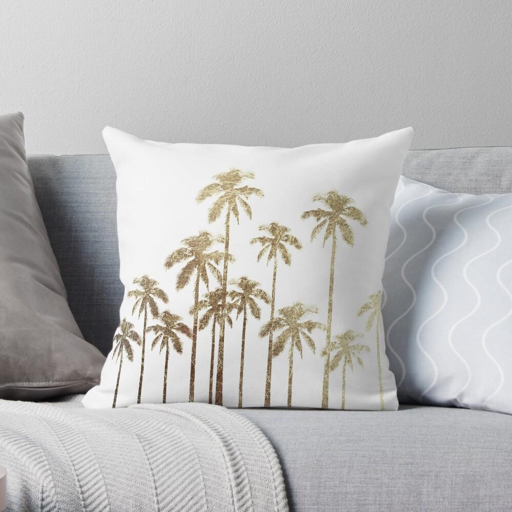 Glamouröse tropische Goldpalmen auf Weiß Dekokissen