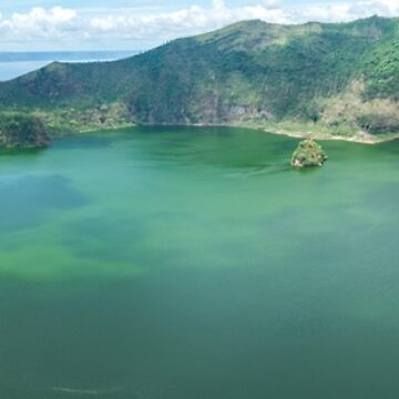 Taal Lake by madewithtubo