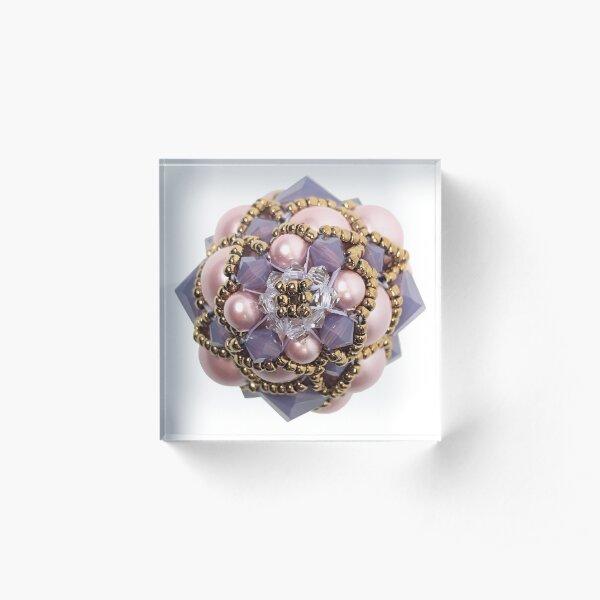 Kieferzäpfchen aus Powder rose Pearl & cyclamen Opal und Crystal Swarovski Kristallglas Acrylblock