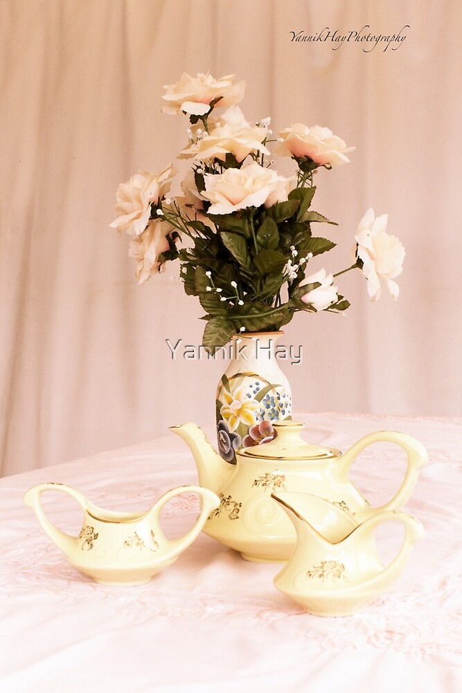 Vintage Teapot, sugar and Cream by Yannik Hay
