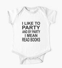 Ich mag Partei und durch Partei meine ich gelesene Bücher Kurzärmeliger Einteiler