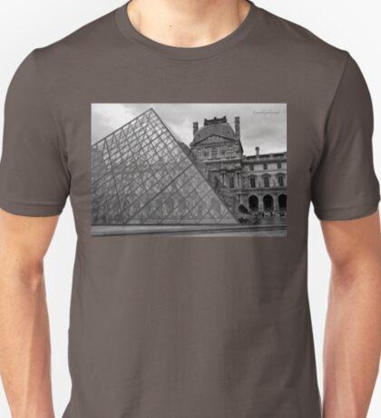 Large Pyramid - Musee du Louvre - Cour Napoléon - Paris - Black and White T-Shirt