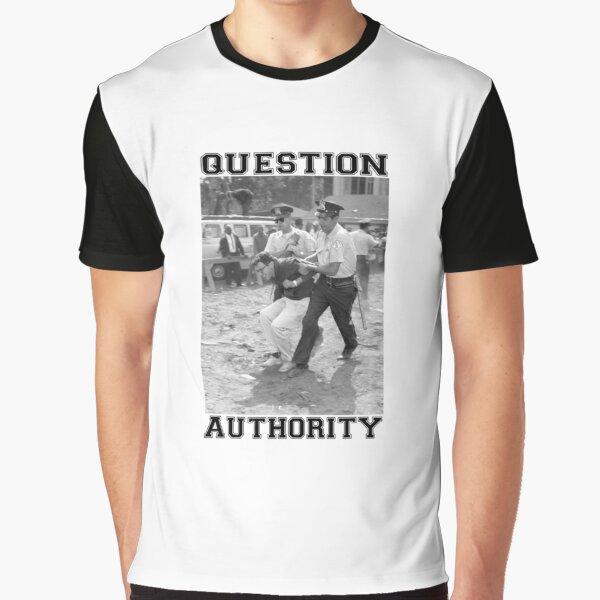 CUESTIONA A LA AUTORIDAD Camiseta gráfica