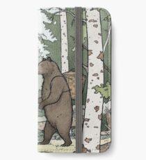 Bear in the Woods iPhone Flip-Case/Hülle/Klebefolie