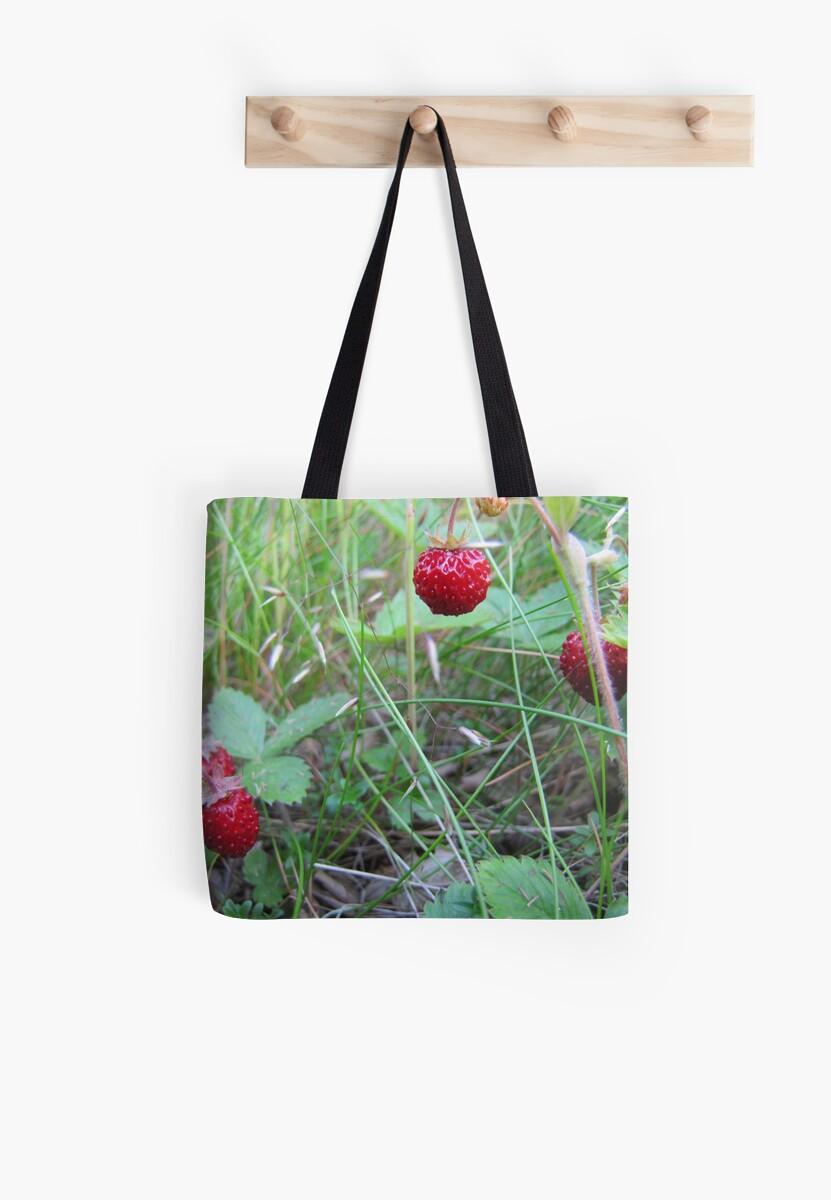 Tasty strawberry by PVagberg