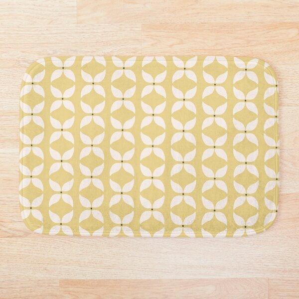 Cottagecore Yellow and White Geometric Flower Pattern Bath Mat