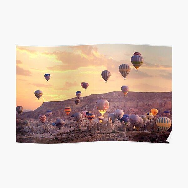 Ballons à air chaud colorés volant en Cappadoce, Turquie Poster