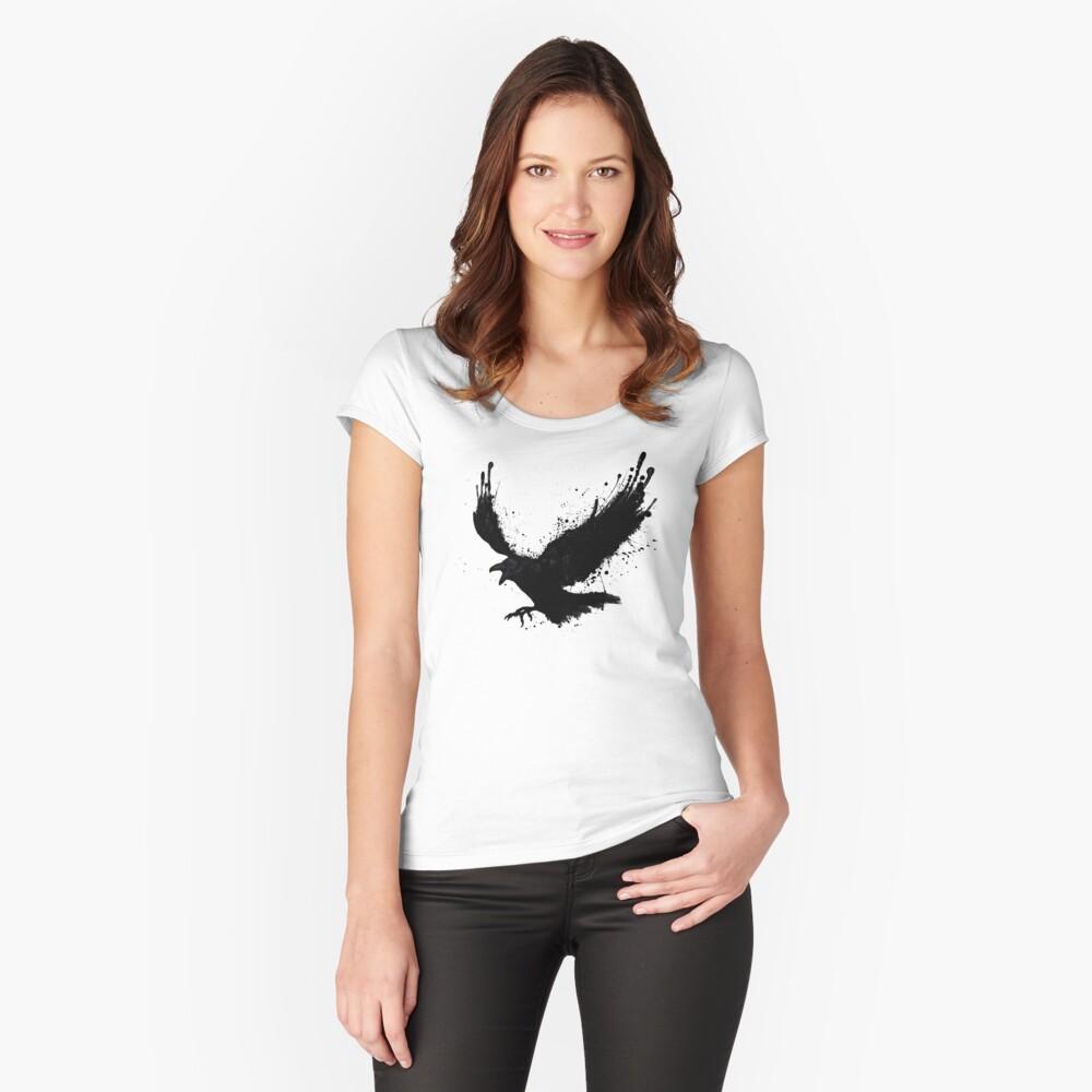 Cuervo Camiseta entallada de cuello redondo