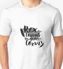 Camiseta ajustada Hacer camino para el rey del cuervo