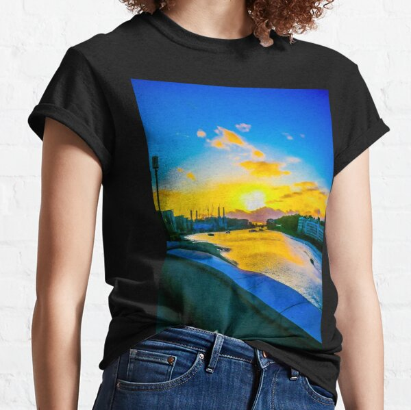 Sunset on the river thames Classic T-Shirt