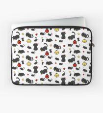 Ladybug and the cat Laptop Sleeve