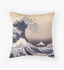 Katsushika Hokusai - The Great Wave Off the Coast of Kanagawa 19th century . Japanese Seascape Throw Pillow