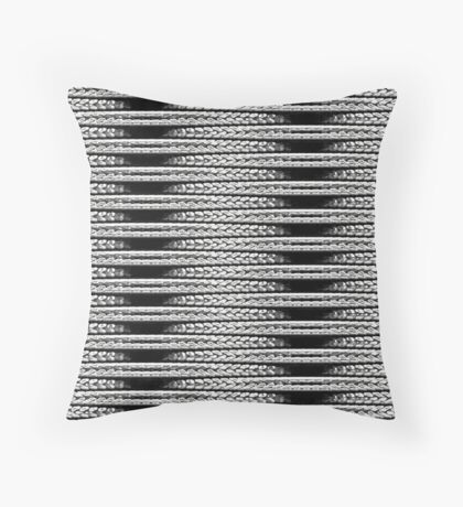 LINKS-CHROME CONNECTION Throw Pillow