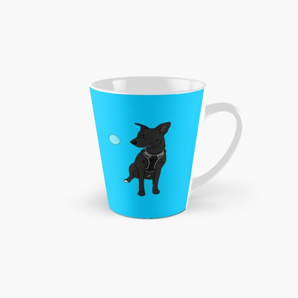 Schwarzer Hund mit Seifenblase Tasse (konisch)