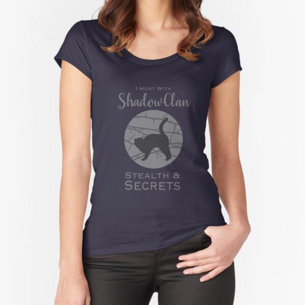 Orgullo del clan de las sombras Camiseta entallada de cuello ancho