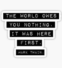 Pegatina El mundo no te debe nada - Mark Twain