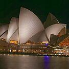 Sydney Opera House by David  Hibberd