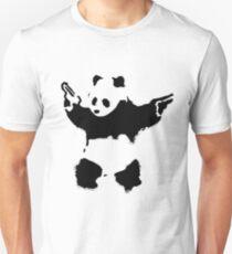 Camiseta ajustada Banksy - Panda con armas de fuego