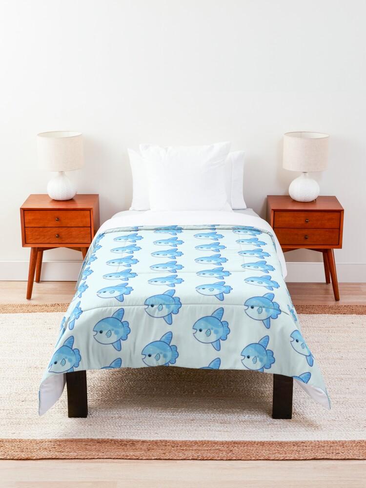 Alternate view of ¡Cómo mola el mola! (mola mola is cool) Comforter